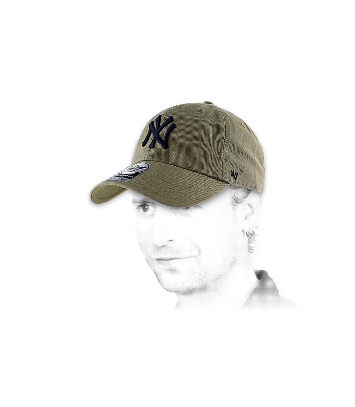 Beige curve cap NY - NY clean up khaki van 47 Brand. Headict a5828a3a6bc