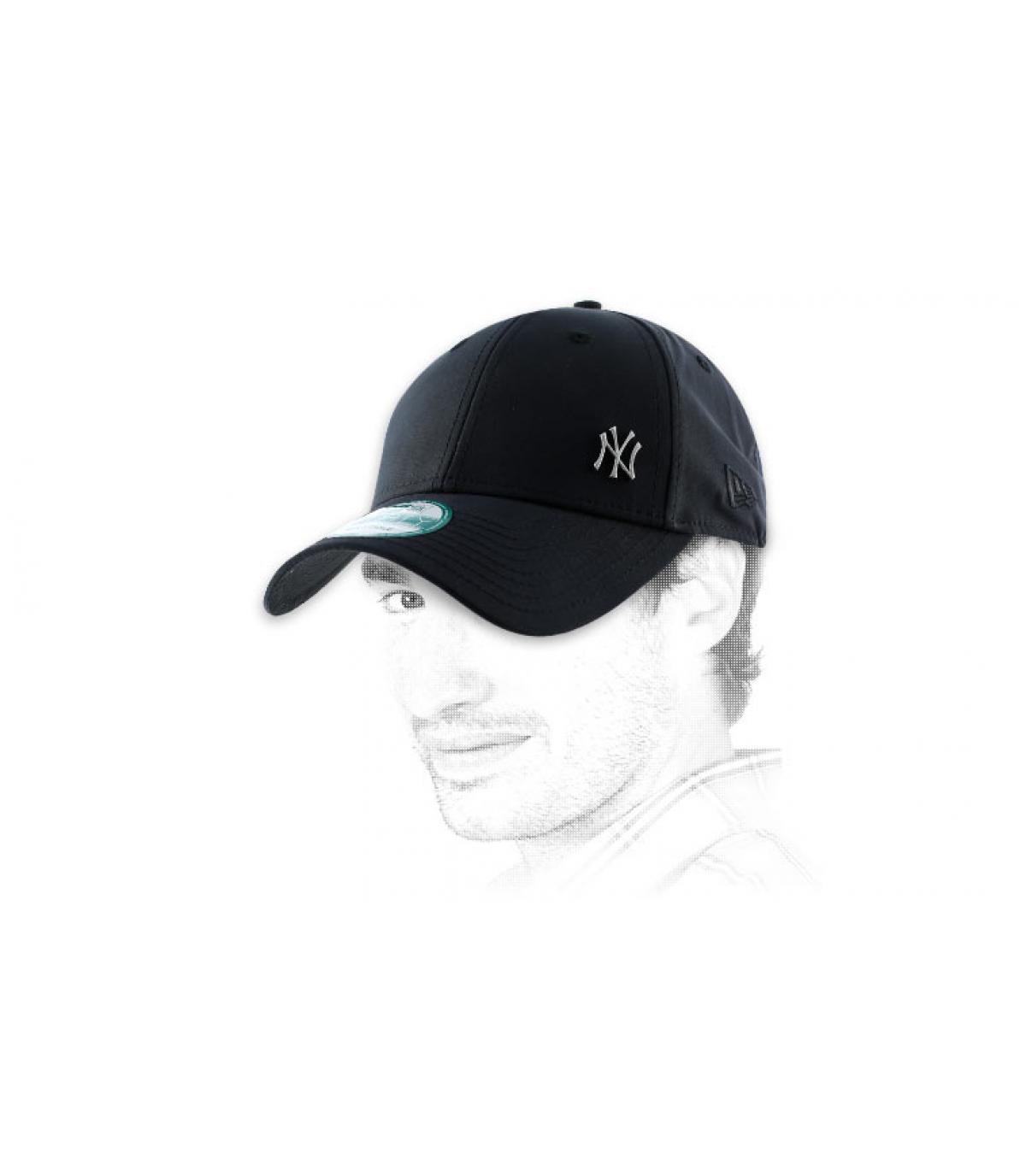 NY zwarte kap klein logo