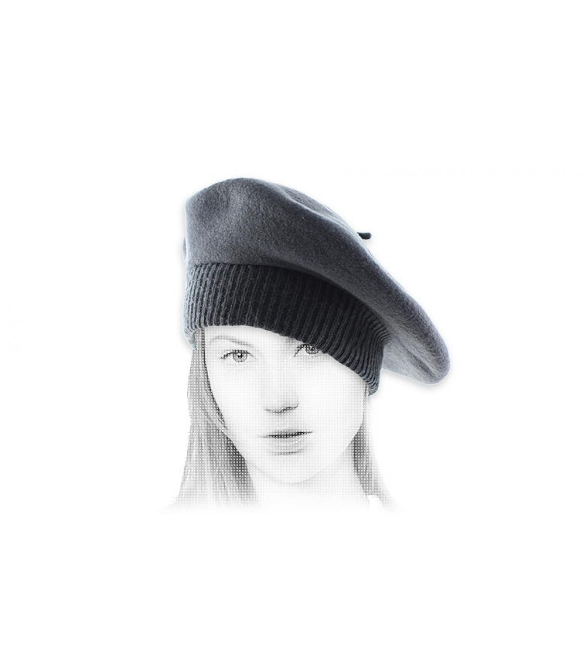 baret grijze geribde