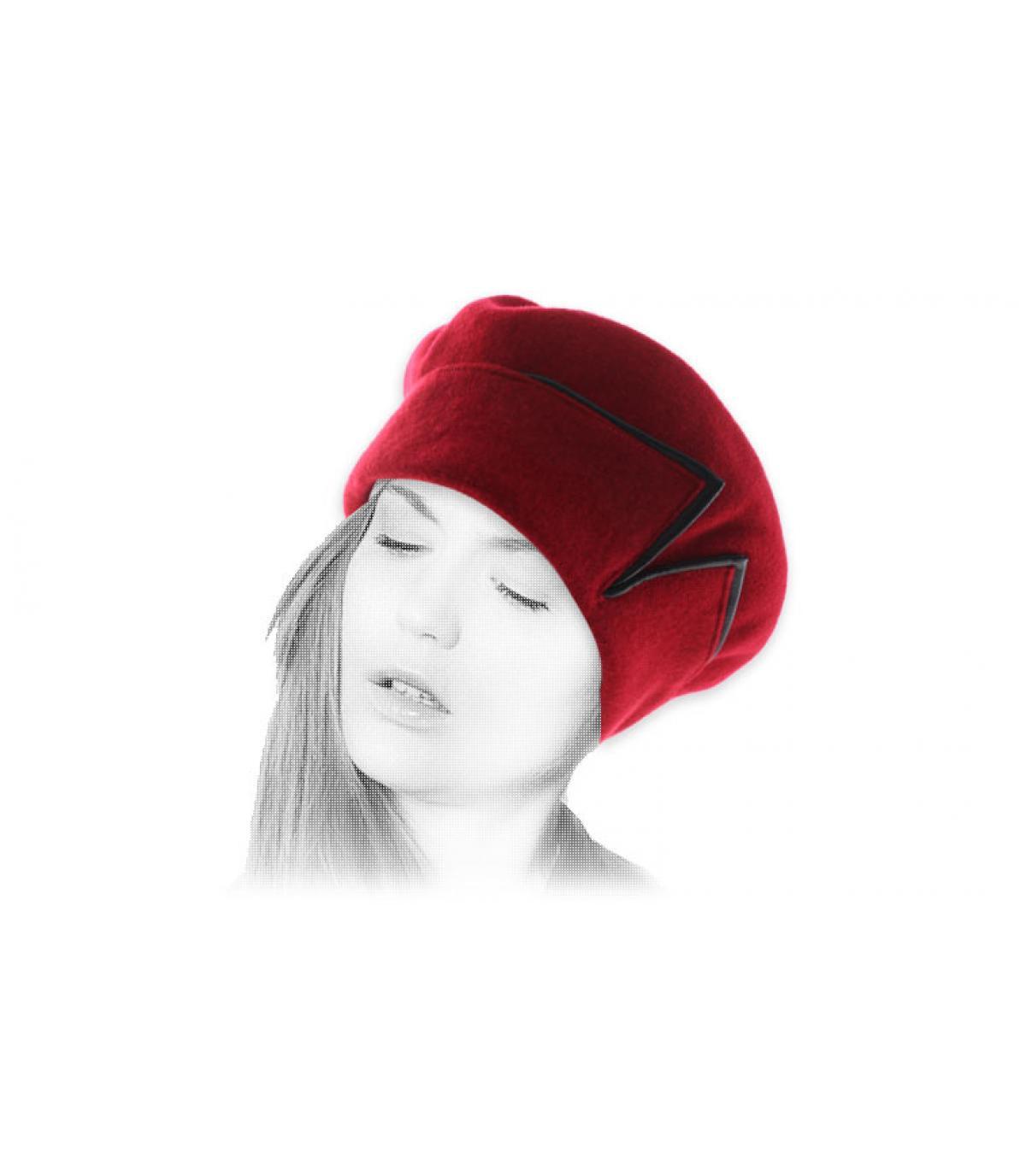 rode baret zwart lederen manchet