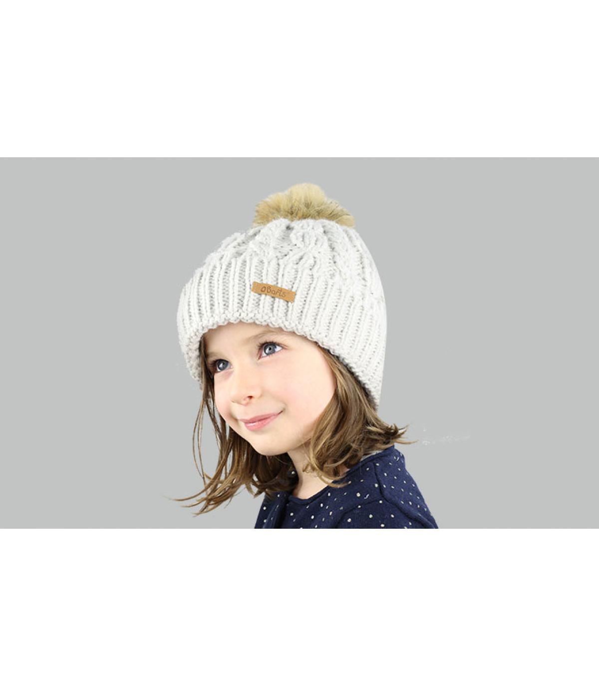 grijze hoed meisje