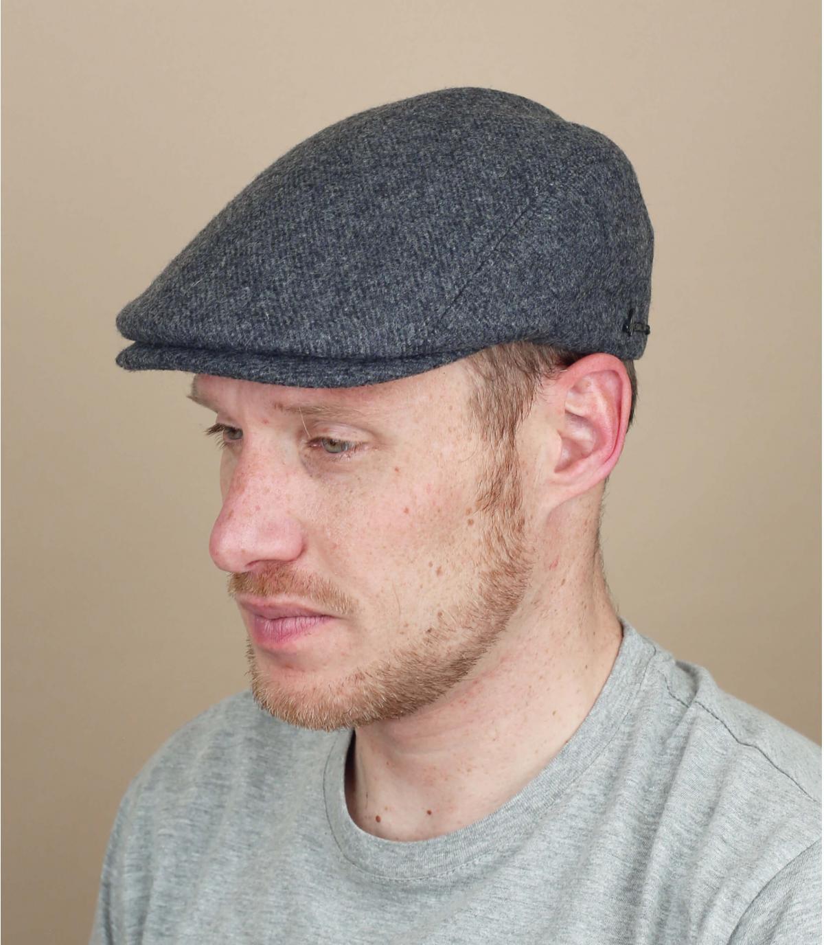 grijze baret wol oorschelp