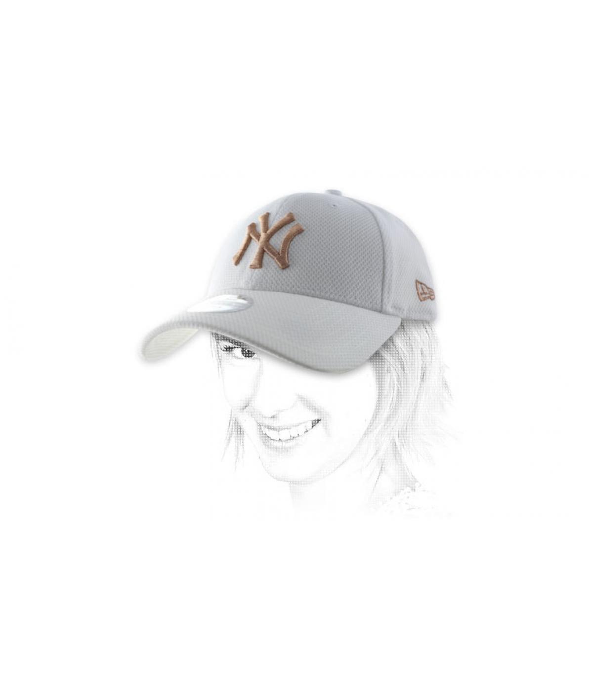 NY cap witte vrouw